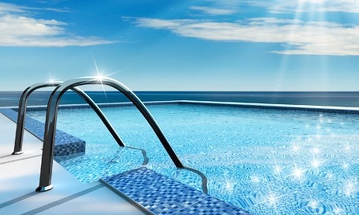 piscine d'eau claire chlore