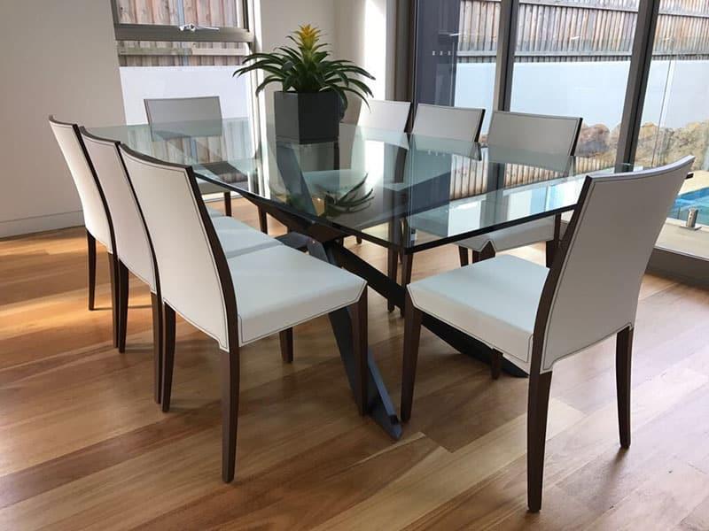 table en verre etincellante