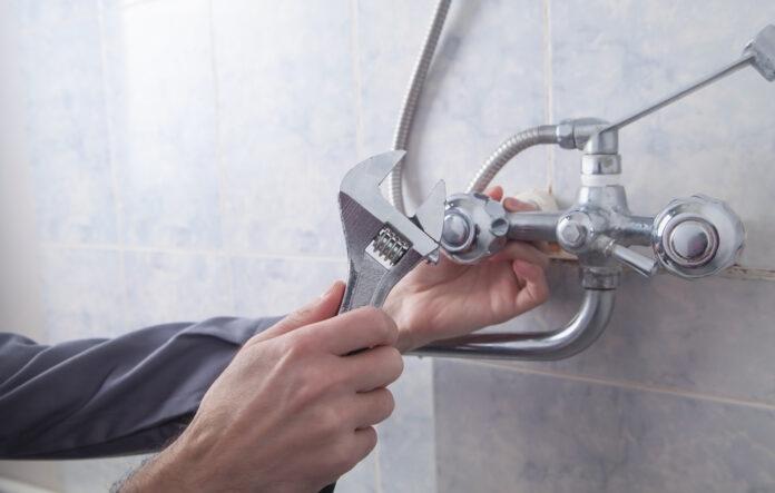 À quelle hauteur placer le robinet de la douche