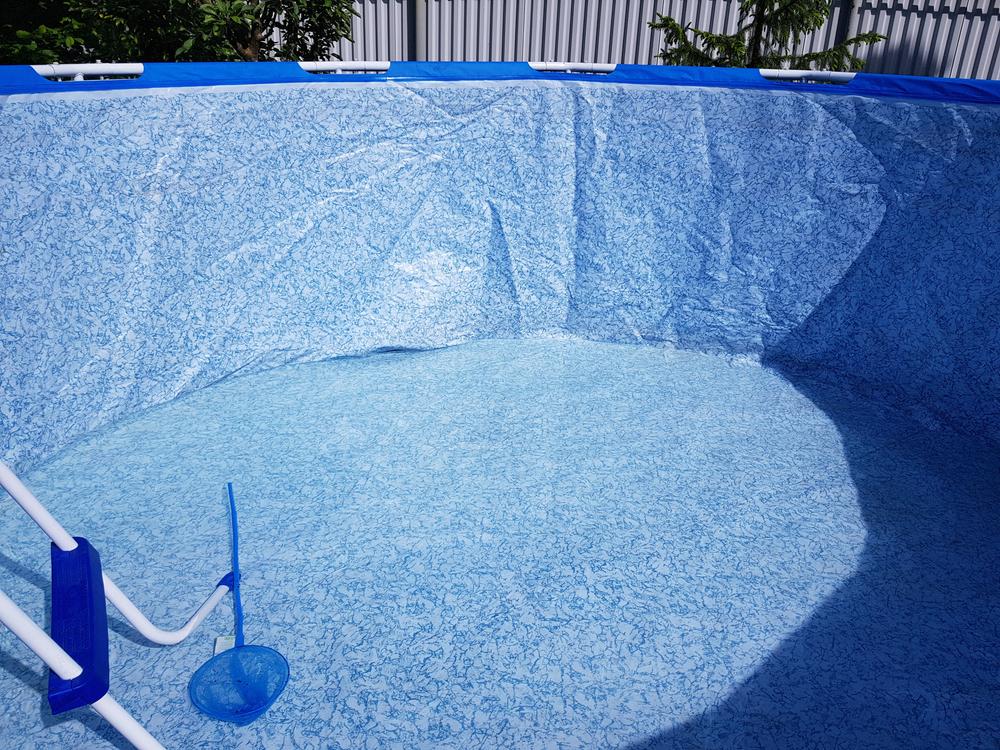 trou dans piscine intex tubulaire