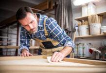 Comment bien poncer un meuble en bois