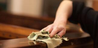 Comment décirer un meuble en bois